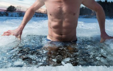 Kąpiel w morzu zimą
